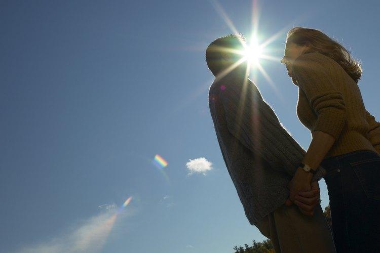 Ayuda a tu hombre para que deje de temerle al amor y esté listo para darlo y recibirlo.