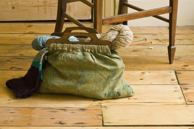 Protege tus pisos de madera de los arañazos de los muebles.