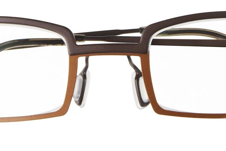 Los anteojos cuadrados van bien con una cara redonda.