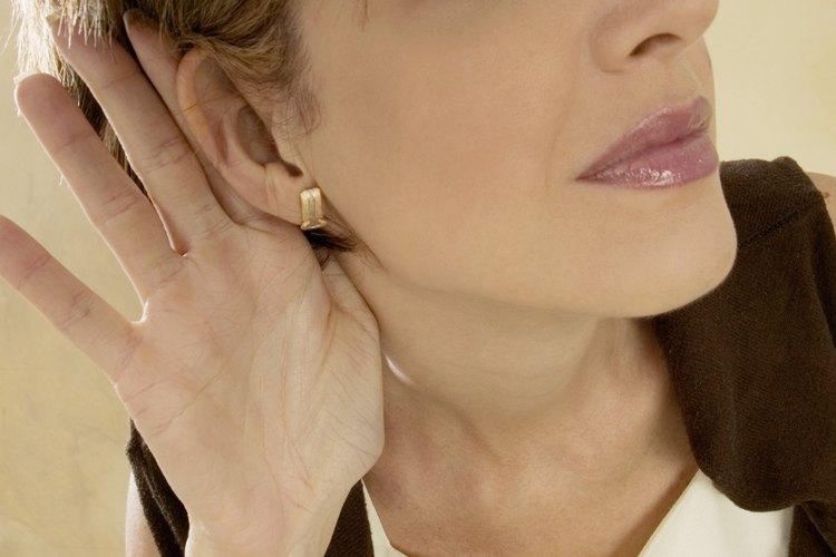 Si no escuchas bien debes realizar un tratamiento fonoaudiológico.