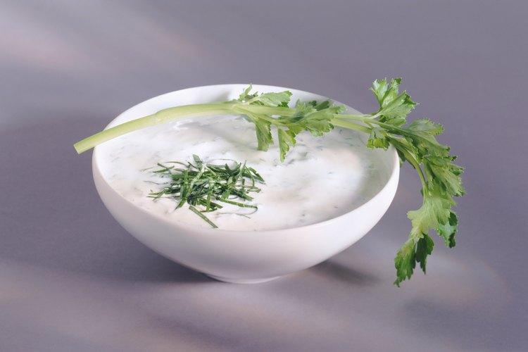 Utiliza yogur sin sabor sin desnatar para la fórmula para gatitos.