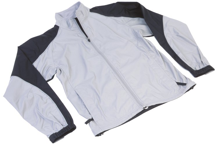 Una mancha de grasa en una chaqueta de nailon es realmente bastante sencilla de eliminar.