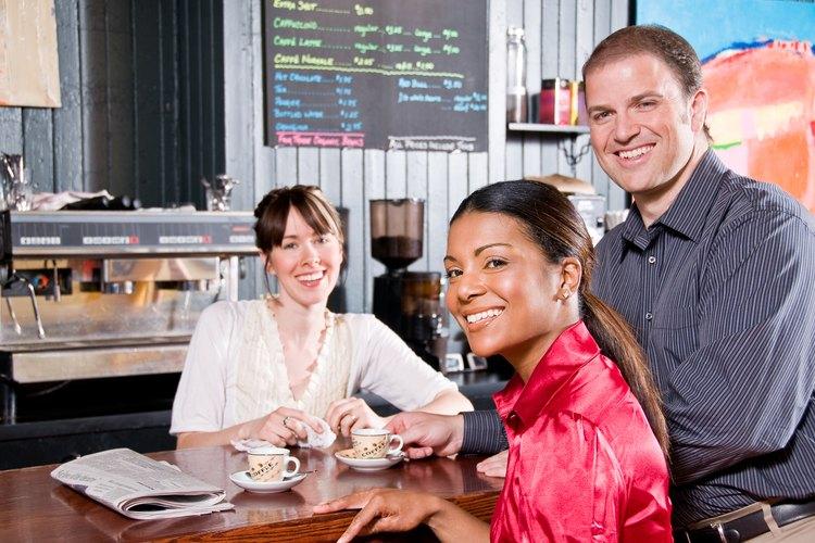 Las cafeterías dependen de un buen servicio al cliente para mantener a los clientes leales y tener éxito en esta industria competitiva.