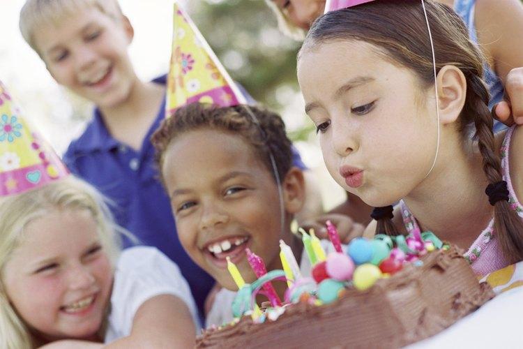 Niños en una fiesta de cumpleaños.