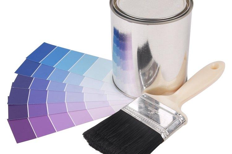 Pintar bloques de cemento puede iluminar una superficie de otro modo aburrida.