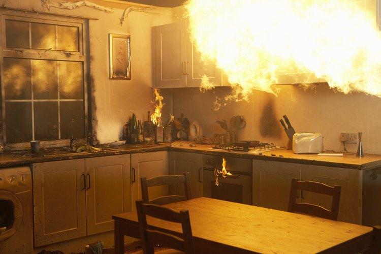 El uso o almacenamiento incorrecto de los líquidos inflamables puede provocar un incendio en cualquier ambiente de la casa.