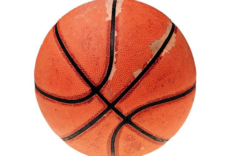 Los baloncestos son esféricos.