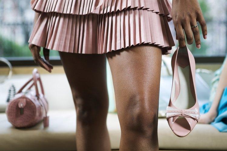 Los estilos de faldas plisadas varían desde adecuado para la oficina hasta sensuales y divertidas.