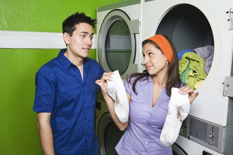 Es posible que estés pasando de ser la novia a ser la madre si te encuentras haciendo todas las tareas de tu pareja.