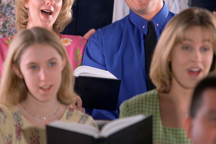 Escribe un guión con temática de los Proverbios 31 que tengan papeles para todos los niños y practíquenlo varias veces antes del Día de la Madre.