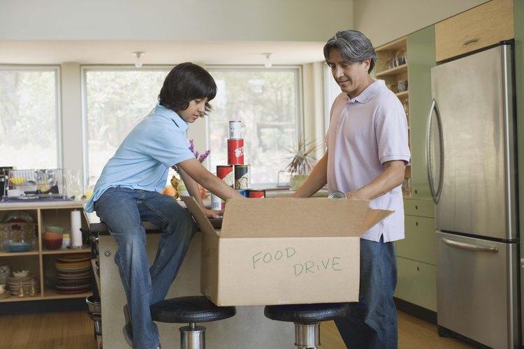 El primer impulso que tenemos es donar comida a las familias menos favorecidas, pero existen otras necesidades que debemos considerar.