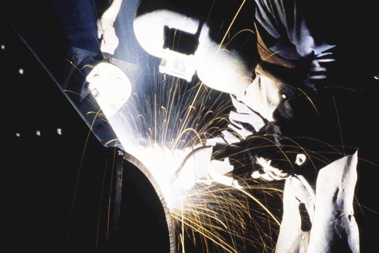 Toma todas las precauciones de seguridad para evitar lesiones a la hora de usar una antorcha de plasma para metal.