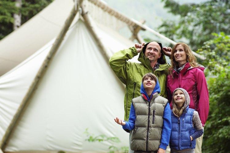 Las capas de ropa ayudan a tu hijo a lidiar con los cambios del clima mientras esté fuera de casa.