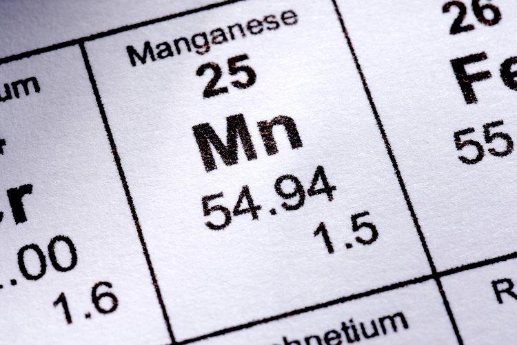El permanganato de potasio se reduce con el oxalato de sodio.