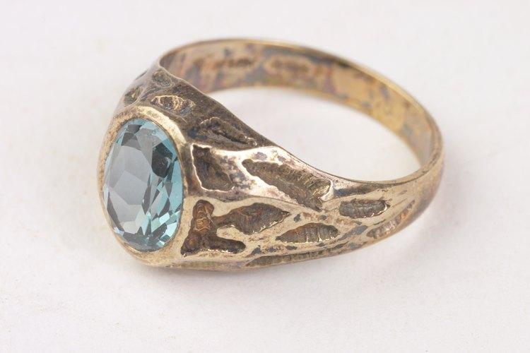 El anillo de zafiro es la piedra del mes de septiembre.