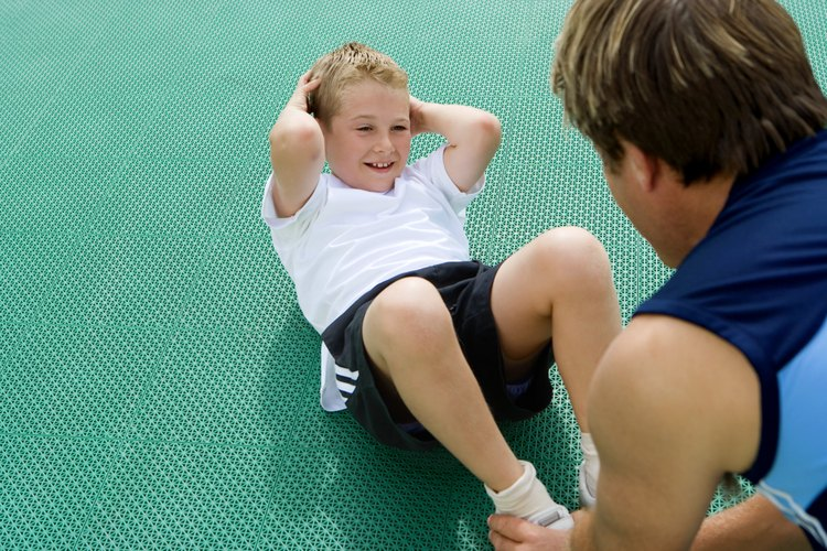 Los padres a veces motivan a sus hijos a tener éxito en aspectos académicos y deportivos.