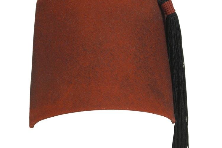 Un fez también puede tener un turbante envuelto alrededor de él.