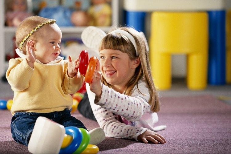 Jugar ayuda al desarrollo físico y emocional de los niños.