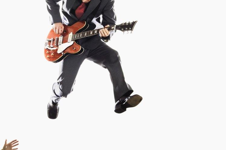 Epiphone es una empresa propiedad de Gibson que fabrica versiones de nivel de principiantes de guitarras y bajos Gibson.