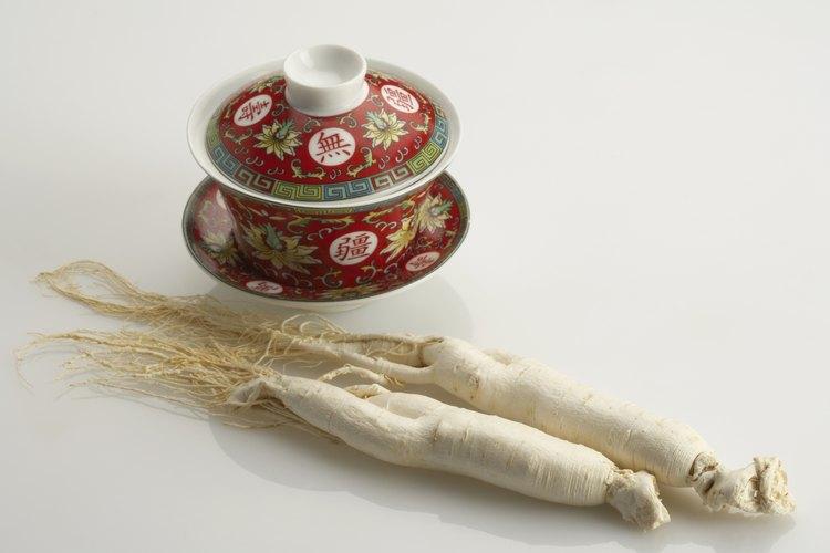 La raíz de ginseng en polvo se utiliza para preparar un té vigorizante.