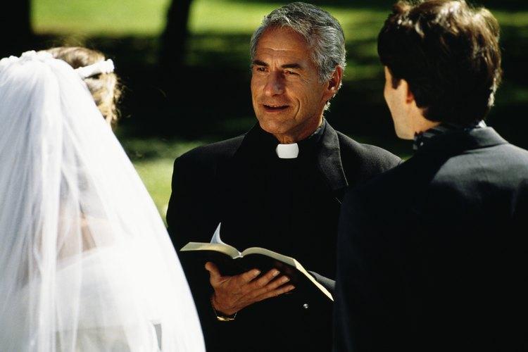 Los sacerdotes realizan muchas tareas.