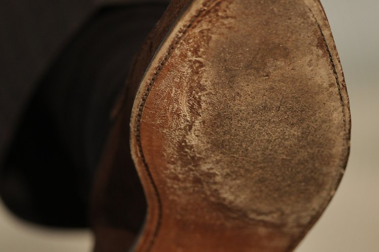 Limpia tus zapatos Hush Puppies para conservarlos durante mucho tiempo.