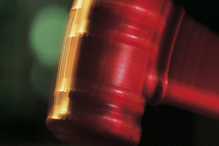 Los litigantes pasan la mayor parte de su tiempo preparándose para los juicios o representando a sus clientes en la corte.