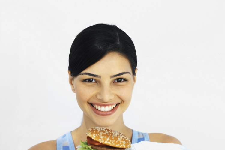 El Big Mac, el Angus Deluxe, el cuarto de libra con queso y el Big n 'Tasty son sólo algunos de los 32 bocadillos ofrecidos en el menú del McDonald.