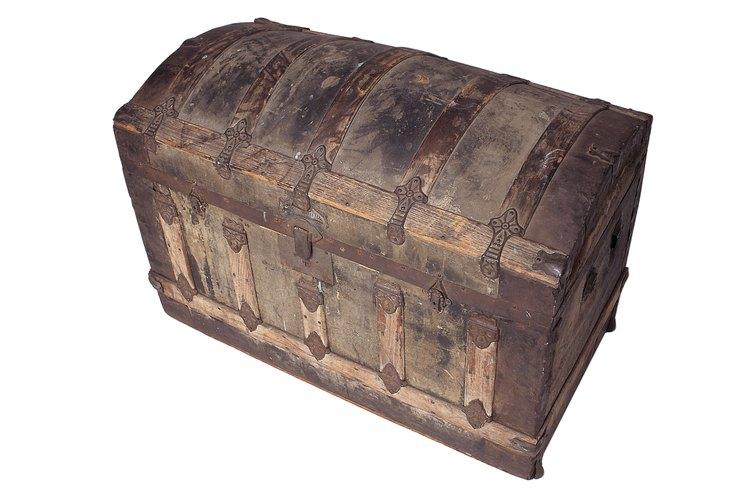 C mo restaurar un viejo ba l de madera - Como decorar un baul de madera ...