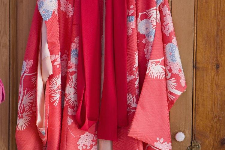 Quita las manchas de agua de tus prendas de seda.
