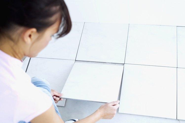 Algunos contratistas, en particular aquellos que emprenden trabajos más grandes, cobran por pie cuadrado (0,09 m²) de azulejo.