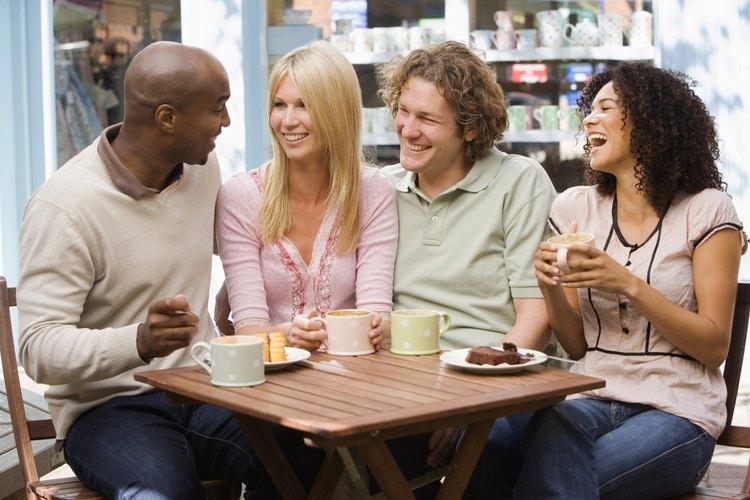 Encuéntrate con una amiga para almorzar y/o tomar un café.