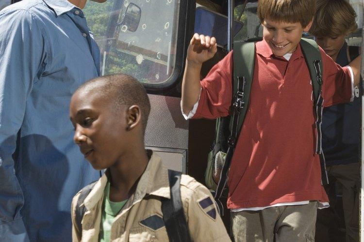 Empacar los suministros de manera eficiente ahorra espacio en el autobús.
