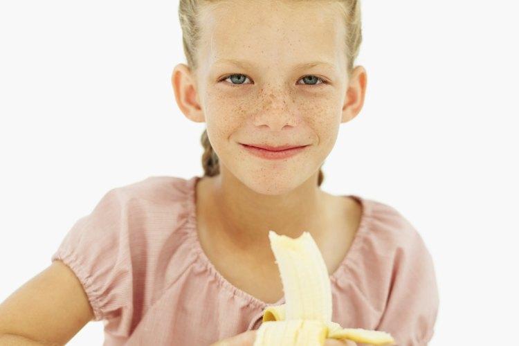 Los plátanos son la fruta favorita de los niños y son nutritivos y deliciosos.
