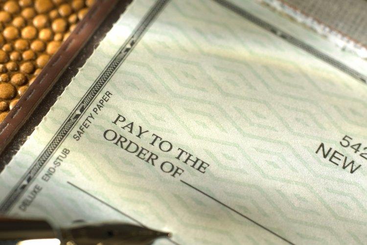 En alguna parte del cheque debe figurar la dirección del banco emisor.