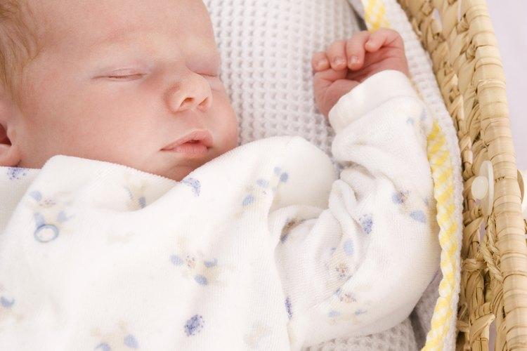 Los bebés recién nacidos pasan mucho tiempo durmiendo.