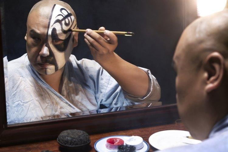 El maquillaje artístico es una excelente salida laboral.