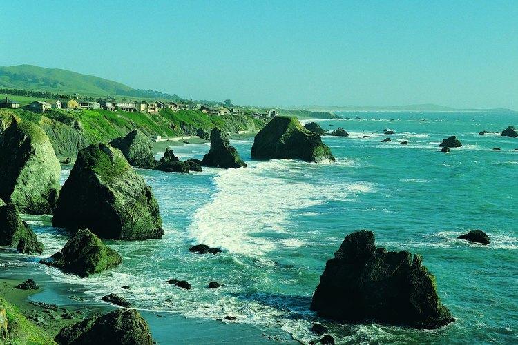 Guerneville está a poca distancia del Pacífico, cerca de Bodega Bay.