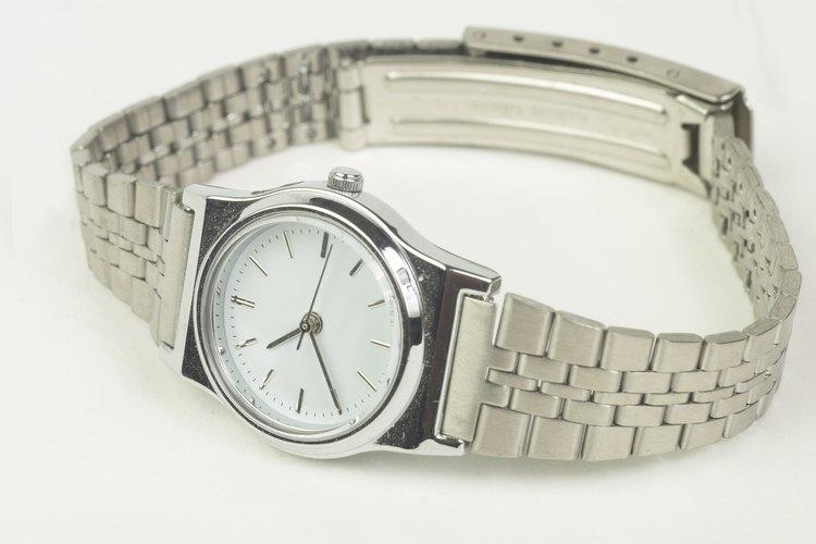 El reloj Santos de Cartier se distingue por su elegancia y clásica belleza.
