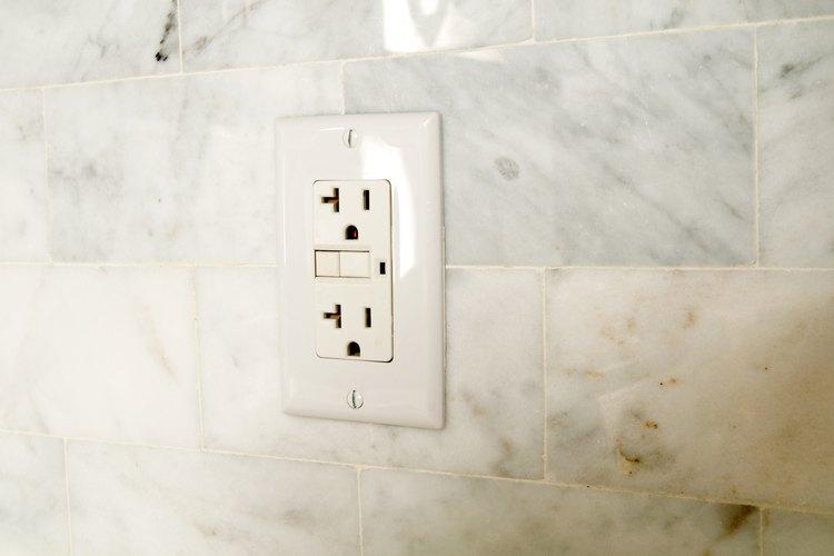 En circuitos residenciales, 110 y 120 voltios significan esencialmente lo mismo.