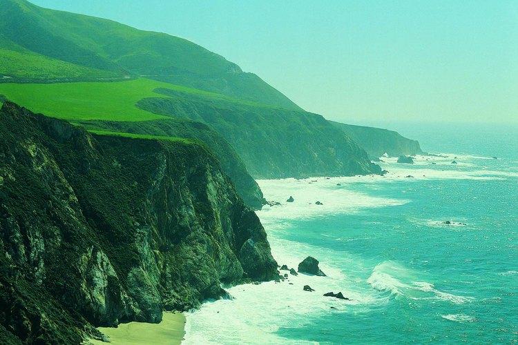 Partes de la robusta costa de California ofrecen excelentes oportunidades durante todo el año para mochileros.