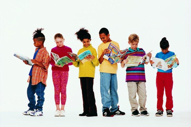 Ayuda a planear una noche de lectura familiar en la escuela de tu hijo.