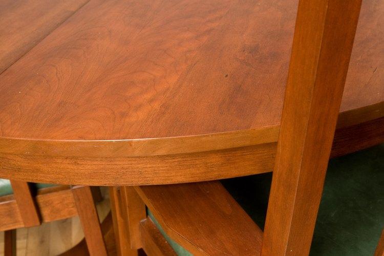 Una superficie sólida hará tu mesa duradera.
