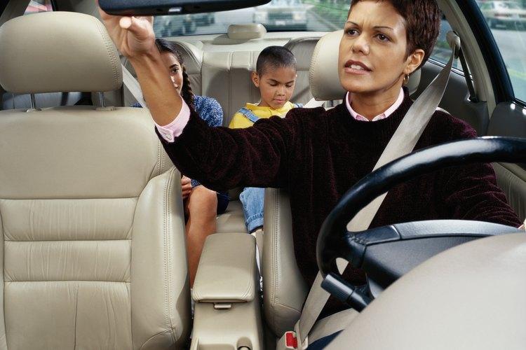 Los padres solteros tienen derecho a trabajar mientras cuidan de sus hijos.