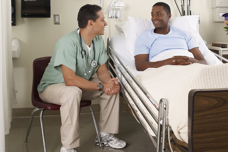 """Los hospitales no son los únicos lugares para utilizar la técnica de """"esquinas de hospital"""" para hacer una cama. También se utiliza en las fuerzas armadas y es una de las lecciones que se enseñan durante el entrenamiento básico."""