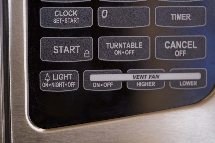 Configurar el reloj del microondas sólo te tomará un minuto.