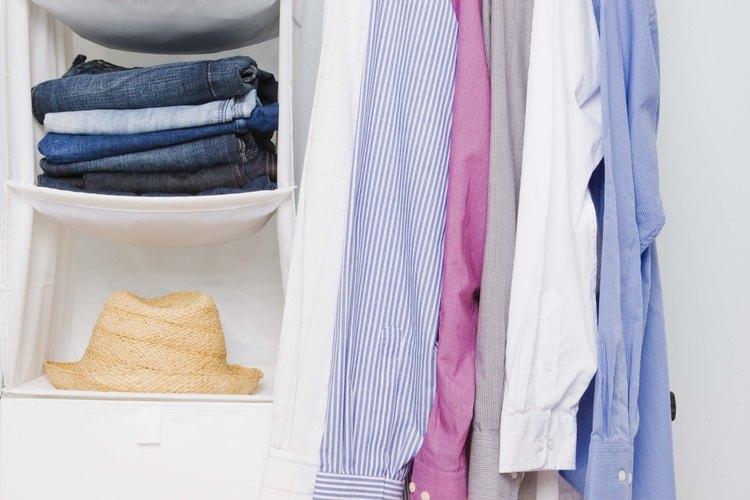 Lava la ropa a mano en el fregadero de tu remolque.