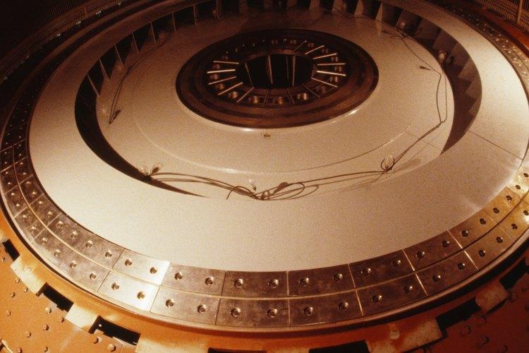 Los generadores convierten la energía mecánica en energía eléctrica.