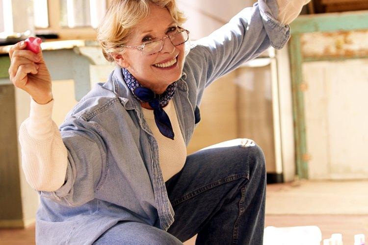 No te preocupes si manchas tus anteojos con pintura, los puedes limpiar fácilmente.