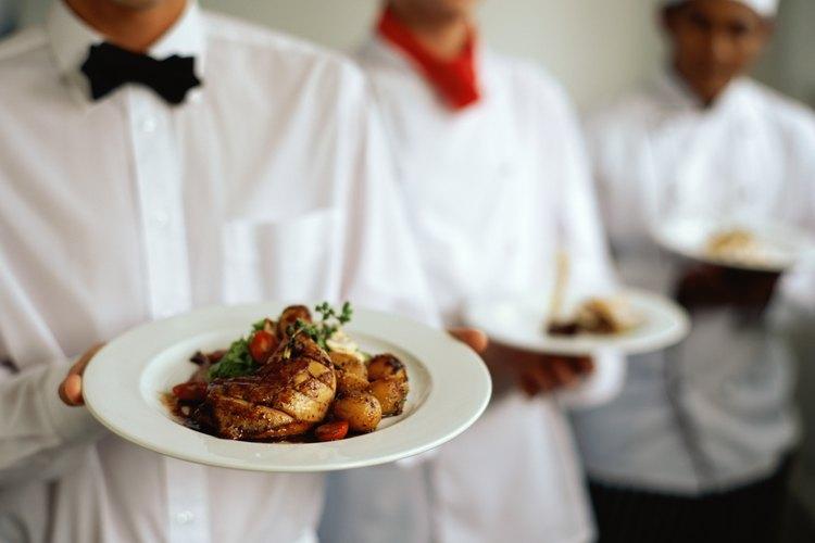 Por mucho, el mayor número de camareros, de acuerdo con el análisis de la oficina, trabajan dentro de los restaurantes de servicio completo.